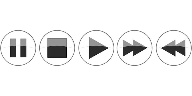 Erfahren Sie Schritt für Schritt wie Sie Audios und Videos in Ihren Skill einbinden.